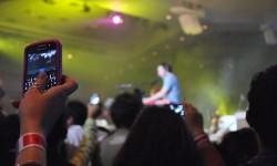 Smartphone Concert (Bild: Josué Goge [CC BY 2.0], via Flickr)
