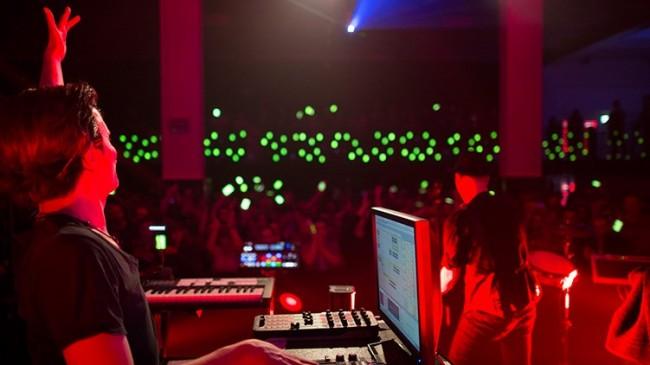 DJ (Bild: Vodafone)