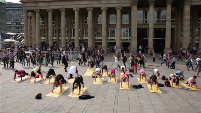 Yoga (Screenshot Youtube)