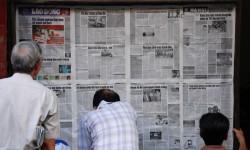 Zeitung lesen (Bild: Everjean [CC BY 2.0], via Flickr)