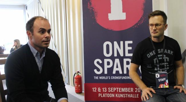 """Q&A-Runde mit """"One Spark""""-Gründer Elton Rivas und Travis Todd (Bild: Tobias Schwarz/Netzpiloten, CC BY 4.0)"""