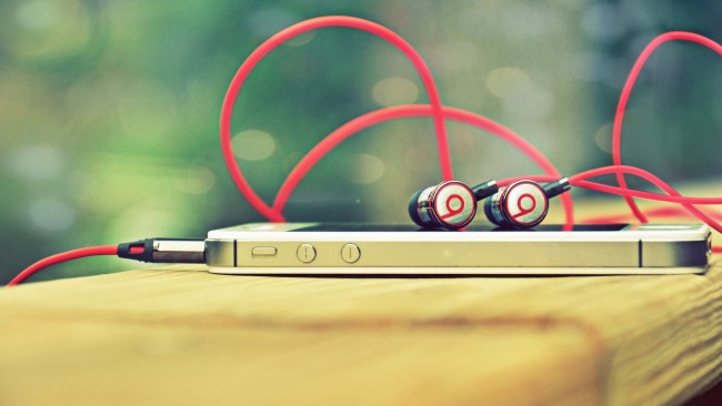 Beats Headphones Wallpaper (Bild: Paul Mood)