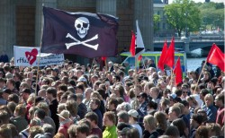 piracy, crowd, peer to peer