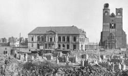 Von Bomben zerstörtes Magdeburg (Bundesarchiv, Bild 183-14025-0001 [CC BY-SA 3.0 de], via Wikimedia Commons)