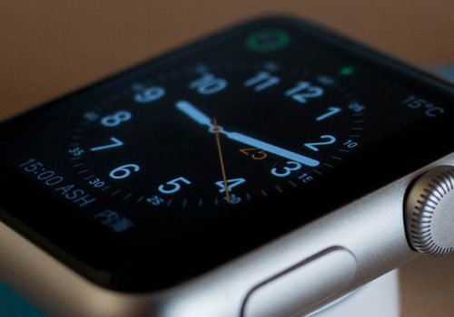 Watch-Apple (adapted) (Image by charlie 0111 [CC0 Public Domain] via Pixabay)