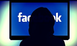 Facebook besteht auf die Klarnamen seiner Nutzer (Bild:: bykst [CC0 Public Domain] via Pixabay)