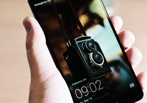 Huawei Ascend Mate 7 (adapted) (Image by Kārlis Dambrāns [CC BY 2.0] via Flickr)