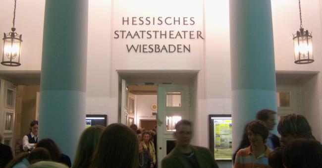 Hessisches Staatstheater in Wiesbaden (Bild: Jivee Blau [CC BY-SA 3.0], via Wikimedia Commons)