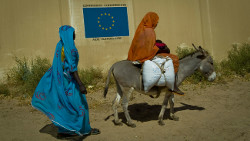 """Darfurians refugees in Eastern Chad"" (Adapted) by European Commission DG ECHO (CC BY-SA 2.0)"