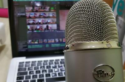 Mikrofon (image by Ivsu [CC0] via pixabay)