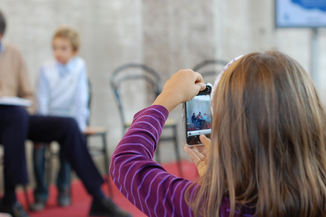 digital native (adapted) by Maurizio Pesce (CC BY 2.0)) via Flickr