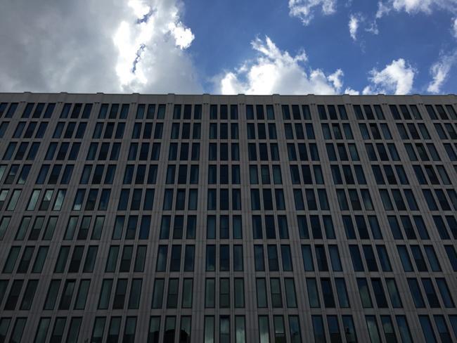 Alte Geschäftsmodelle: Ihr da draußen, wir hier drinnen (Bild: Ole Wintermann)