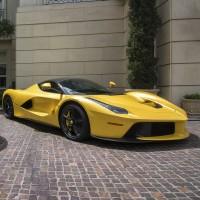 Lamborghini Aventador und LaFerrari (Image: Axion23 [CC BY 2.0], via Flickr)