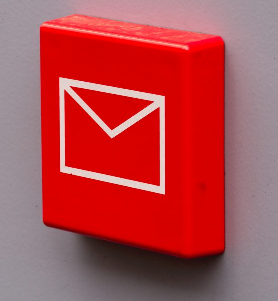 You have a mail (adapted) (Image by Pierre (Rennes) [CC BY 2.0] via Flickr)