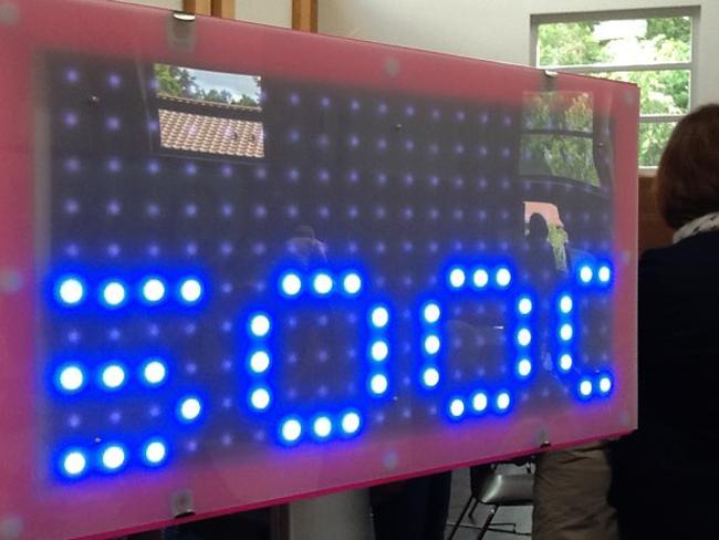 Code your Life - leuchtender Miniroboter (Bild: Anja C. Wanger)