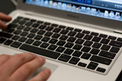 Macbook Air Keyboard - Macworld 2008 (adapted) (Image by randy stewart [CC BY-SA 2.0] via Flickr)
