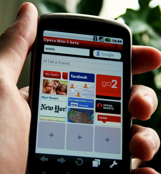 Opera Mini 5 Beta (adapted) (Image by Johan Larsson [CC BY 2.0] via Flickr)