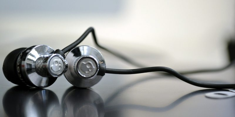 Skullcandy Headphones (adapted) (Image by Brett Levin [CC BY 2.0] via Flickr)