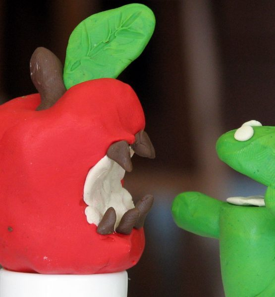 The raging battle between Apple's iPhone and Google's Android (adapted) (Image by Tsahi Levent-Levi [CC BY-SA 2.0] via Flickr)