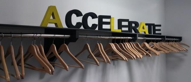 Noch ist die Garderobe im Accelerate Stuttgart leer (Image: Katharina-Franziska Kremkau/Netzpiloten, CC BY 4.0)