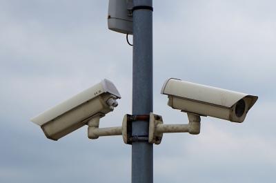 Kamera Überwachung (adapted) (Image by webandi [CC0 Public Domain] via Pixabay)