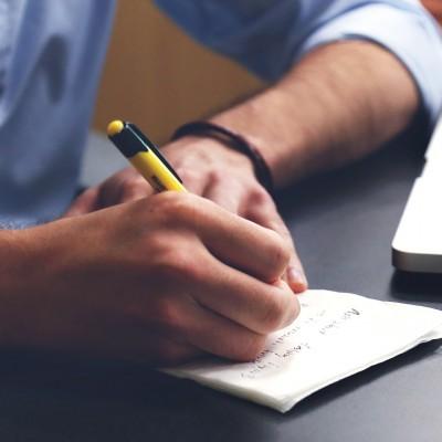 Schreiben (image by StartupStockPhotos [CC0] via pixabay)