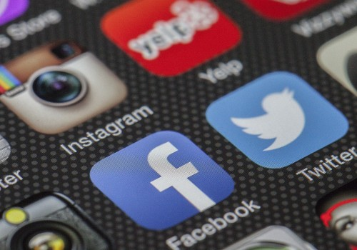 Apps von Twitter und Facebook (image by Thomas Ulrich [CC0 Public Domain] via Pixabay)