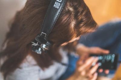 Playlisten sortieren nicht nur unsere Musik (Image by kaboompics [CC0 Public Domain], via Pixabay)
