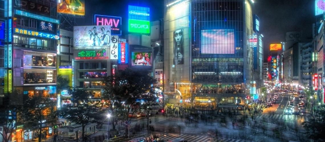 Shibuya Night (Image by Guwashi [CC BY 2.0], via Flickr)