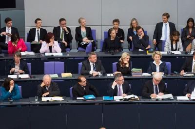 Bundesregierung Merkel III im Jahr 2014 (Image: Tobias Koch [CC BY-SA 3.0 de], via Wikimedia Commons)