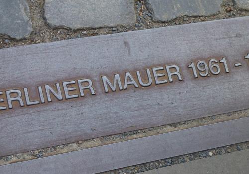 Berlin Denkmal (adapted) (Image by Photoholiday [CC0 Public Domain] via Pixabay)