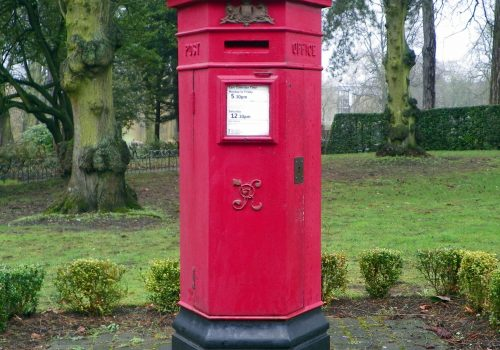 GOC Leagrave to Harpenden 037 Victorian pillar box at Wardown Park, Luton (adapted) (Image by Peter O'Connor aka anemoneprojectors [CC BY-SA 2.0] via flickr)