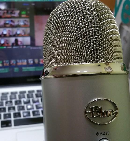 Podcast (image by Ivsu [CC0 Public Domain] via Pixabay)