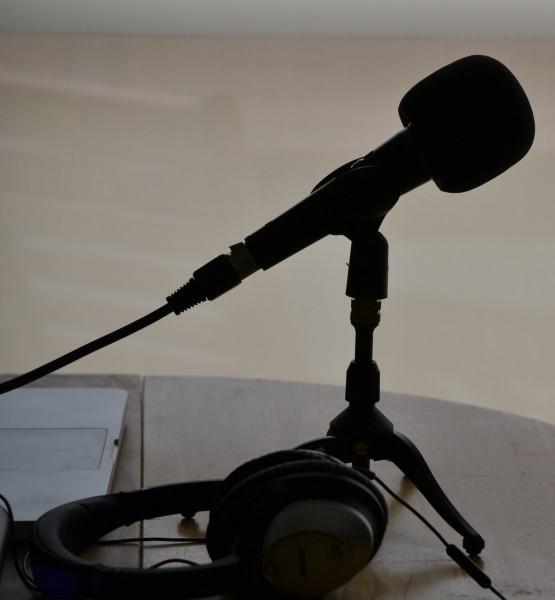 Podcasting (image by Nicolas Solop (CC0)via Flickr)