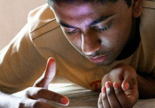 smartphone teen (adapted) (Image by Pabak Sarkar [CC BY 2.0] via flickr)