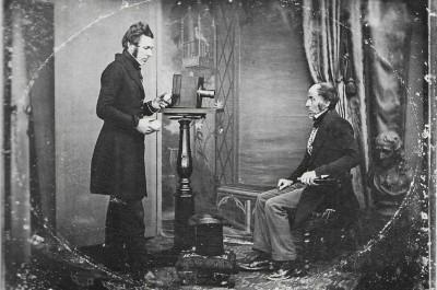 Jabez Hogg macht ein Portrait in Richard Beards Studio (1843)