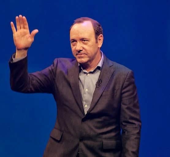 Kevin-Spacey-adapted-Image-by-Paul-Hudson-CC-BY-2.0-via-flickr.jpg