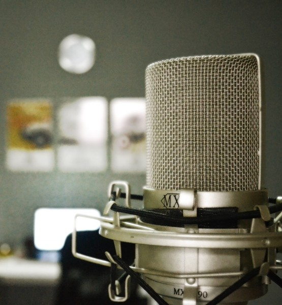 Mikrophon (Teaser_ martinsandofer [CC0 Public Domain], via Pixabay)