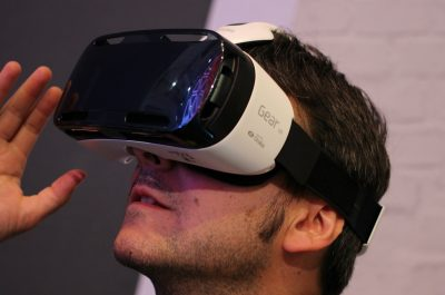 Samsung Gear VR (adapted) (Image by Maurizio Pesce [CC BY 2.0] via flickr)