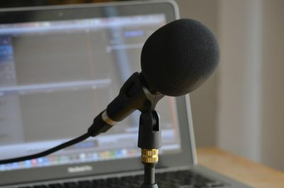 Podcasting (adapted) (Image by Nicolas Solop [CC BY 2.0] via flickr)