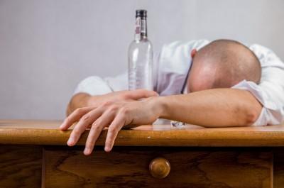 Alkohol (Teaser by jarmoluk (CC0 Public Domain), via Pixabay)