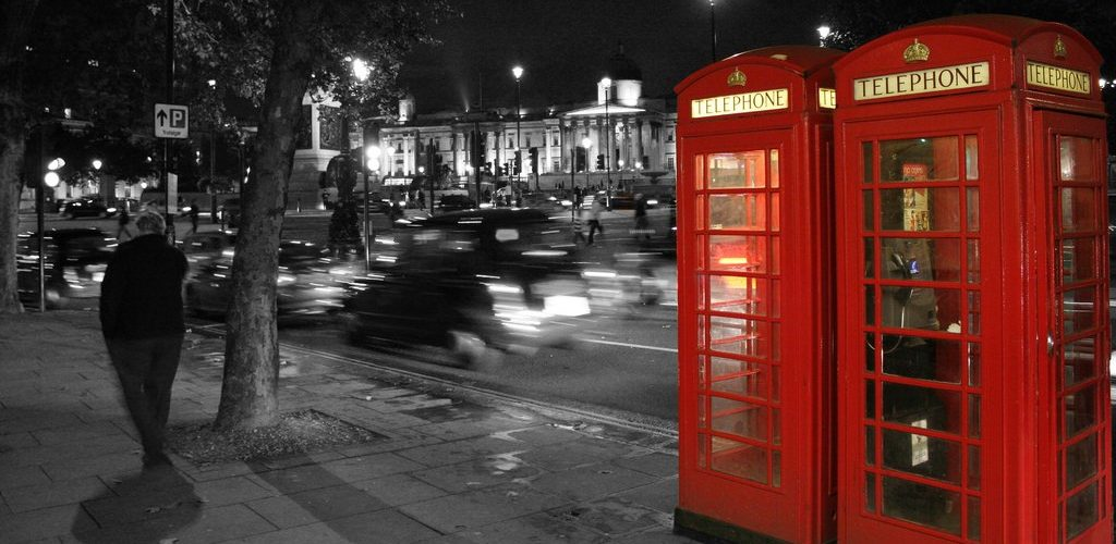 B/W Trafalgar Square & Red Telephone boxes (adapted) (Image by Mario Sánchez Prada [CC BY-SA 2.0] via Flickr)