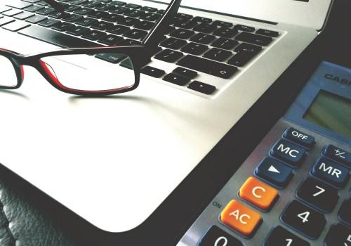 Laptop-Start (Image by vanmarciano(CC0)via Pixabay)
