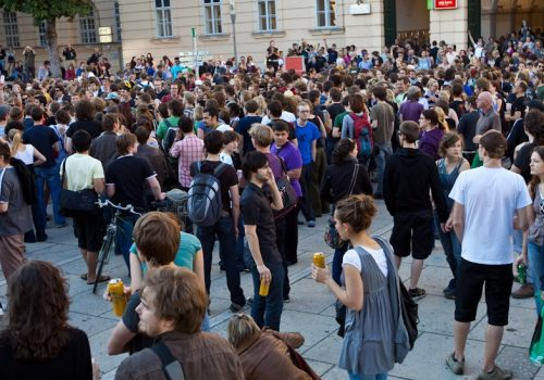 Protest im MQ (adapted) (Image by _dChris [CC BY 2.0] via Flickr)