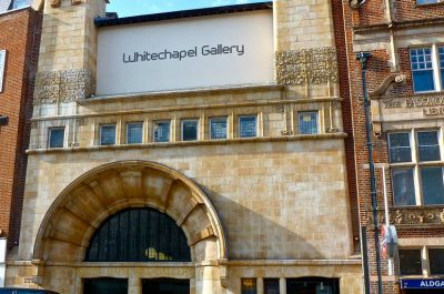 The Whitechapel Gallery (adapted) (Image by Herry Lawford [CC BY 2.0] via flickr)