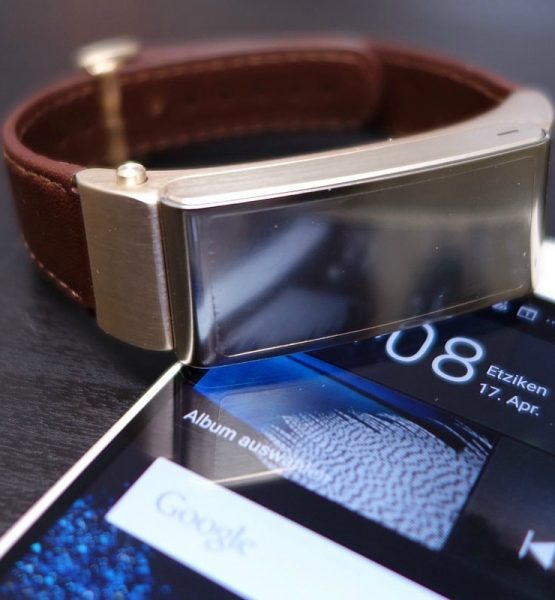 Huawei P8 & Talkband Launch in London - Hands-On (adapted) (Image by Martin @pokipsie Rechsteiner [CC BY-SA 2.0] via flickr)