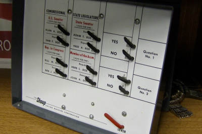 Another old Shoup voting machine (adapted) (Image by Joe Hall [CC BY 2.0] via flickr)