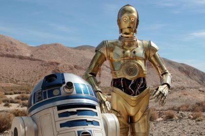 Artoo and Threepio-Desert-Promo--V1 (Image by Gordon Tarpley [CC by 2.0] via flickr)