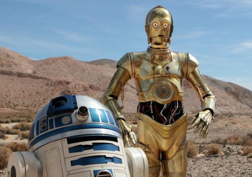 Artoo and Threepio-Desert-Promo--V1 (Image by Gordon Tarpley [CC by 2.0] via flickr)