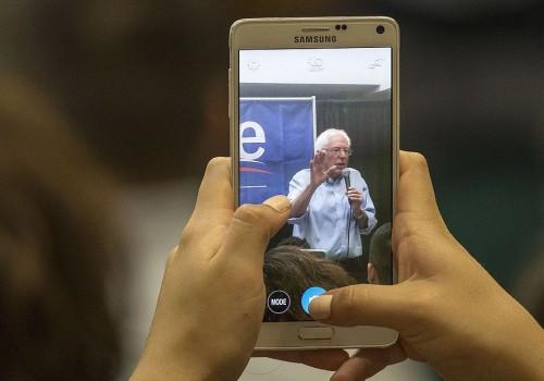 Bernie Sanders Smartphone (Image: Phil Roeder [CC BY 2.0], via Wikimedia Commons)
